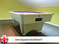 billard de salon et de style: Billard pool Anglais Domestic blanc tapis mauve.