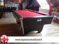 Billard pool Anglais Domestic noir tapis rouge.