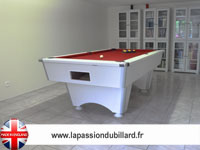billard 8 pool anglais, américain: Billard professionnel Domestic blanc tapis rouge.