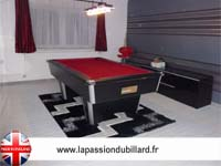 Billard Domestic blackball noir tapis bordeau.