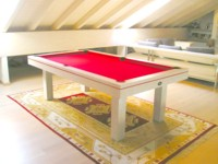 billard table: Billard Soho contemporain 2m30 américain chêne cérusé blanc liseré rouge