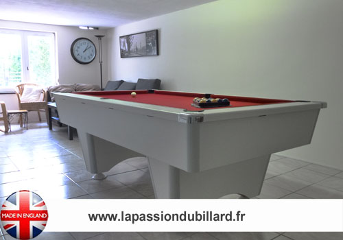 Photo et descriptif: Billard Domestic blackball blanc tapis rouge.