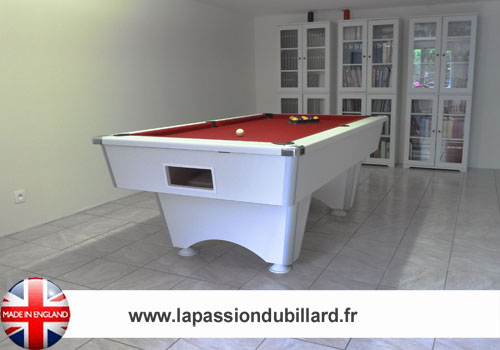 Photo et descriptif: Billard professionnel Domestic blanc tapis rouge.