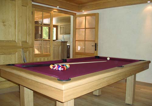 Photo et descriptif: Billard table Loft chene massif naturel tapis bordeau
