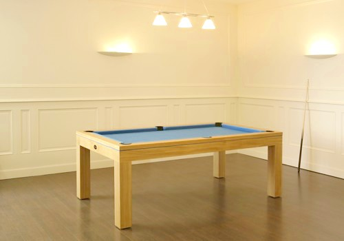 Photo et descriptif: Billard Eos contemporain pieds carres aux  extremites chene naturel lisere tapis bleu.